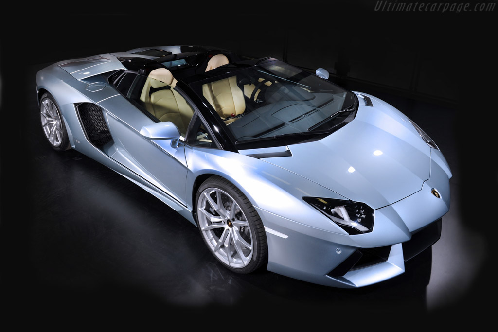 Click here to open the Lamborghini Aventador LP700-4 Roadster gallery