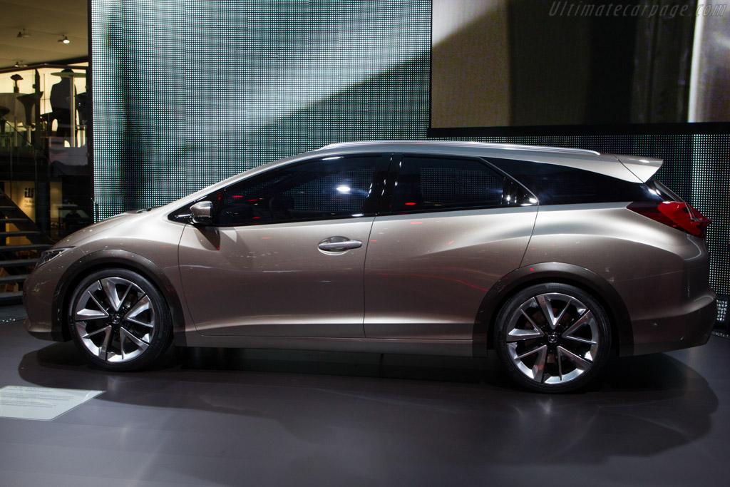 Honda Civic Tourer Concept - 2013 Geneva International ...