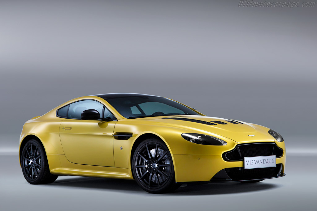 Click here to open the Aston Martin V12 Vantage S gallery