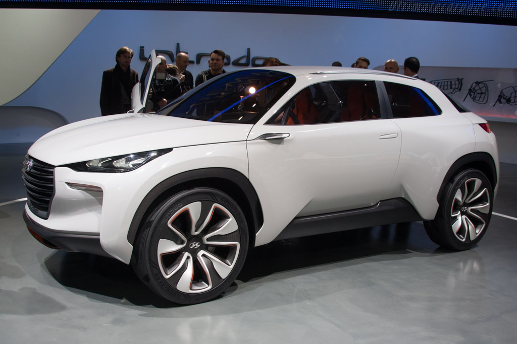 Click here to open the Hyundai Intrado Concept gallery