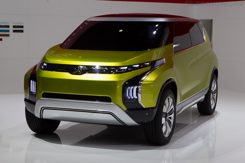 Click here to open the Mitsubishi Concept AR gallery