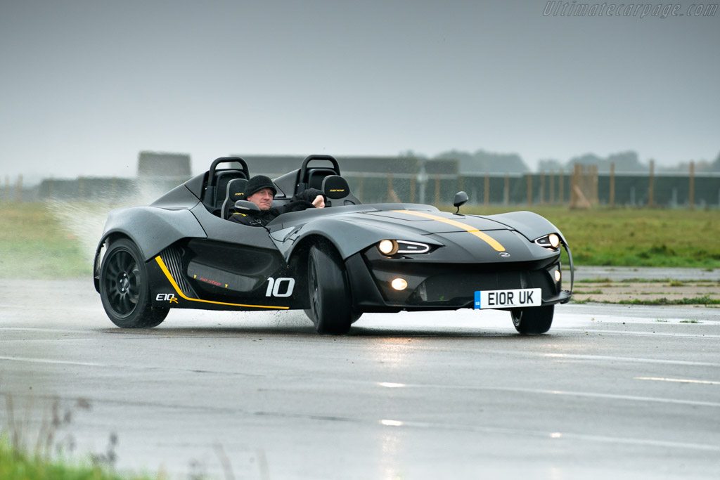 Click here to open the Zenos E10 R gallery