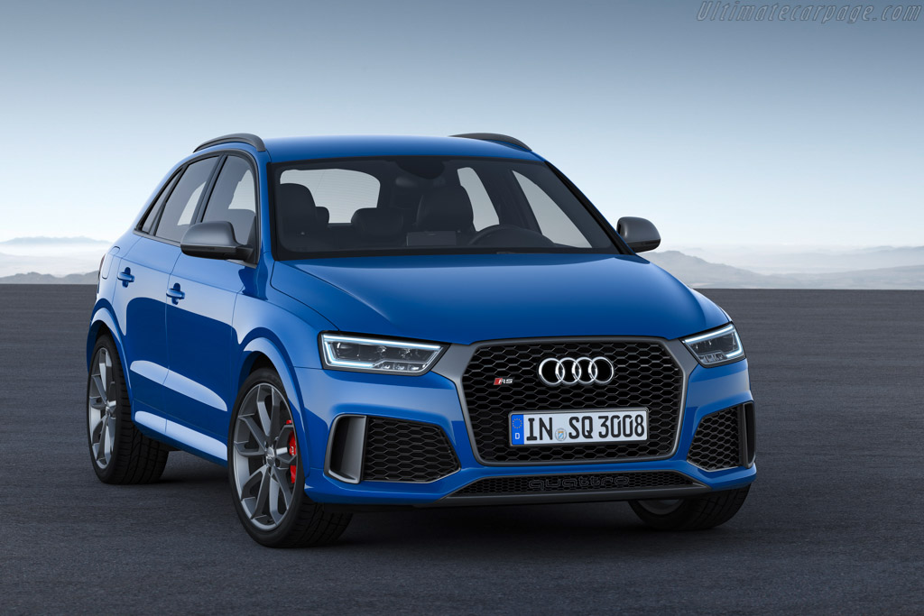 Click here to open the Audi RS Q3 performance gallery