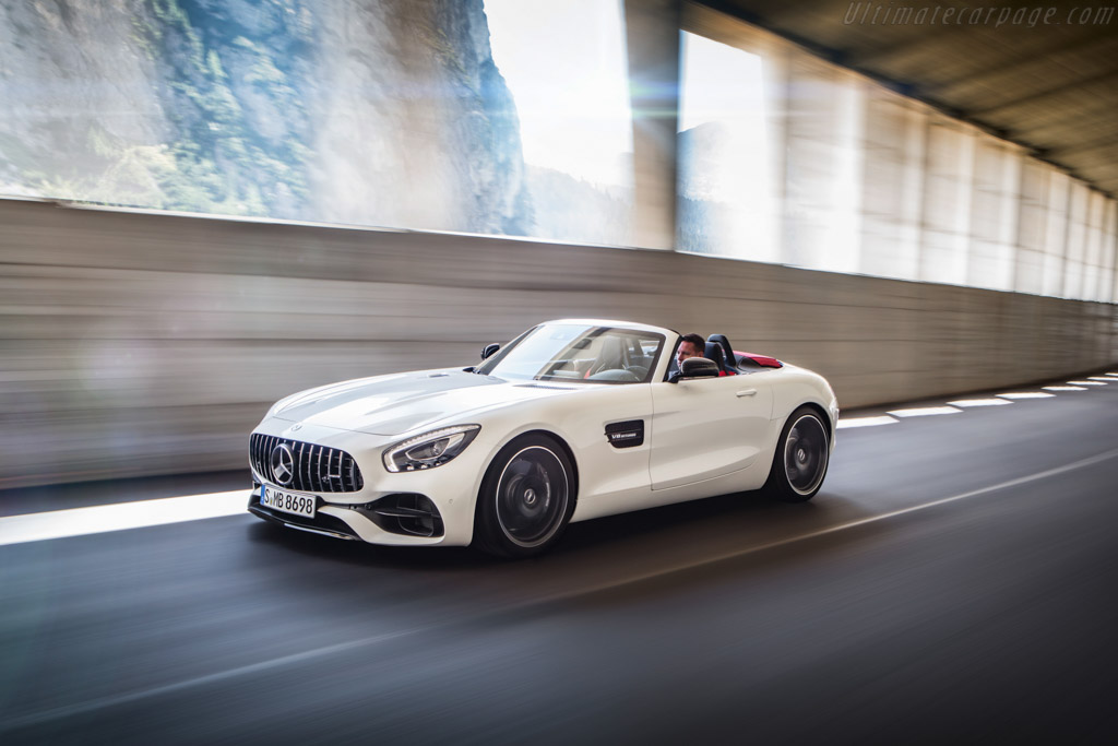 Click here to open the Mercedes-AMG GT Roadster gallery
