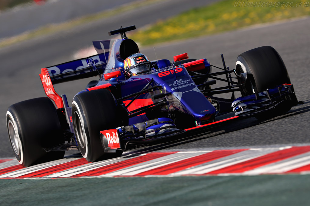 Click here to open the Toro Rosso STR12 Renault gallery