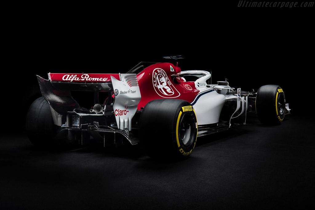 Sauber-C37-Ferrari-133993.jpg