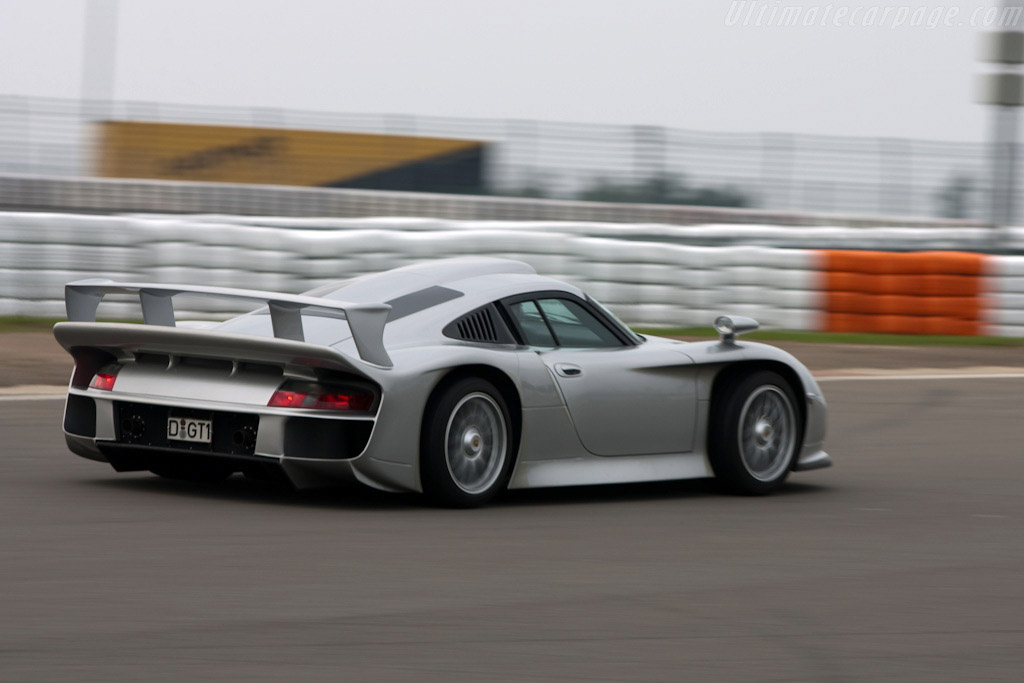 porsche 911 gt1 strassenversion 2009 modena trackdays. Black Bedroom Furniture Sets. Home Design Ideas