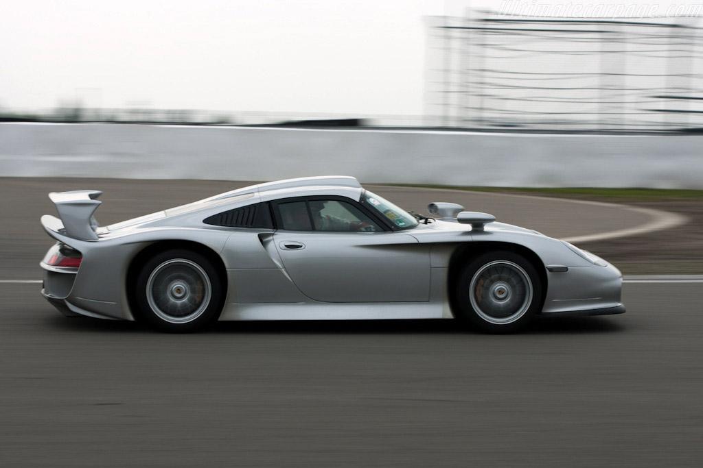 Porsche 911 GT1 Strassenversion    - 2009 Modena Trackdays