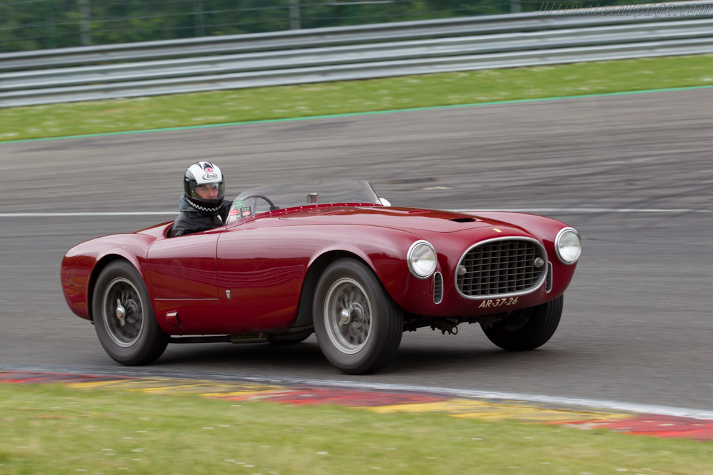 Click here to open the Ferrari 225 S Vignale Spyder gallery