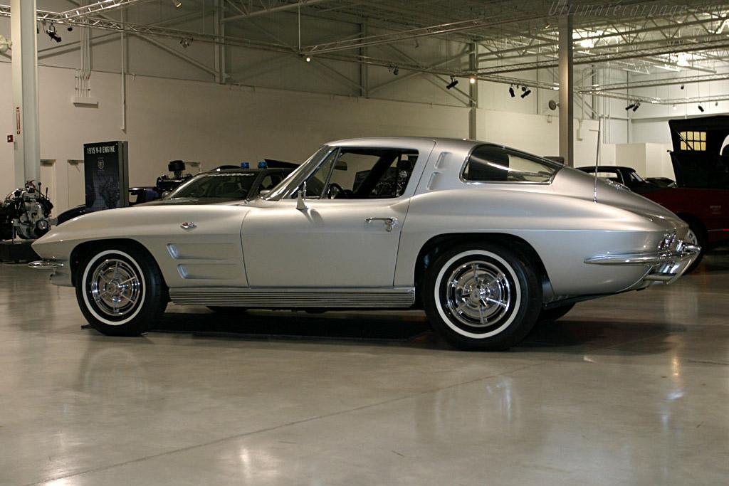 Chevrolet corvette c2 sting ray coupe 39 split window 39 for 1964 split window corvette