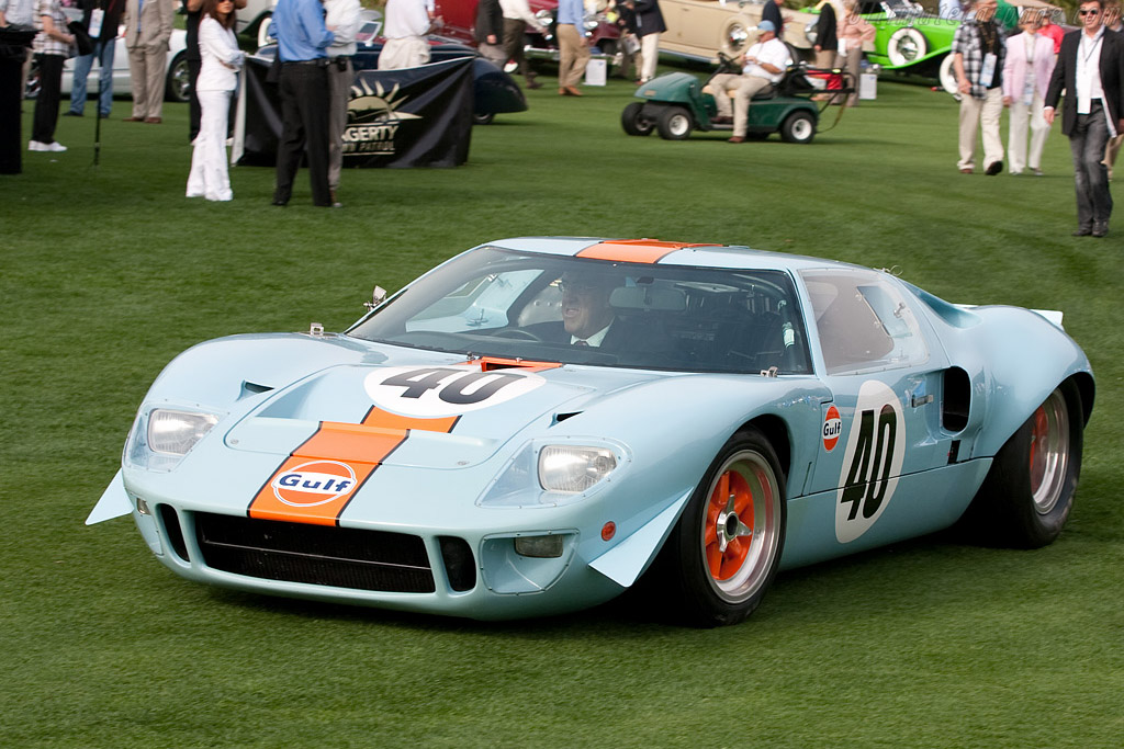 David Hobbs in his old Ford GT40 - Chassis: GT40P/1074   - 2009 Amelia Island Concours d'Elegance