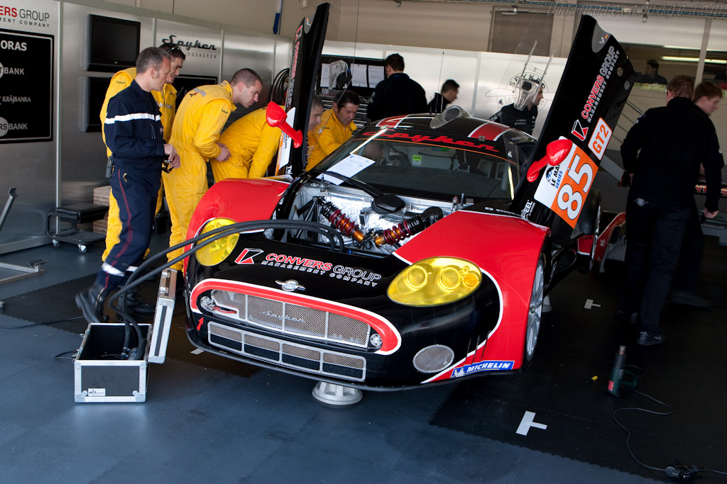 Emergency Team examined each car - Chassis: XL9AB01G37Z363190  - 2010 Le Mans Series Castellet 8 Hours