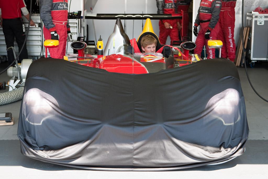 Under cover - Chassis: 202  - 2010 Le Mans Series Castellet 8 Hours