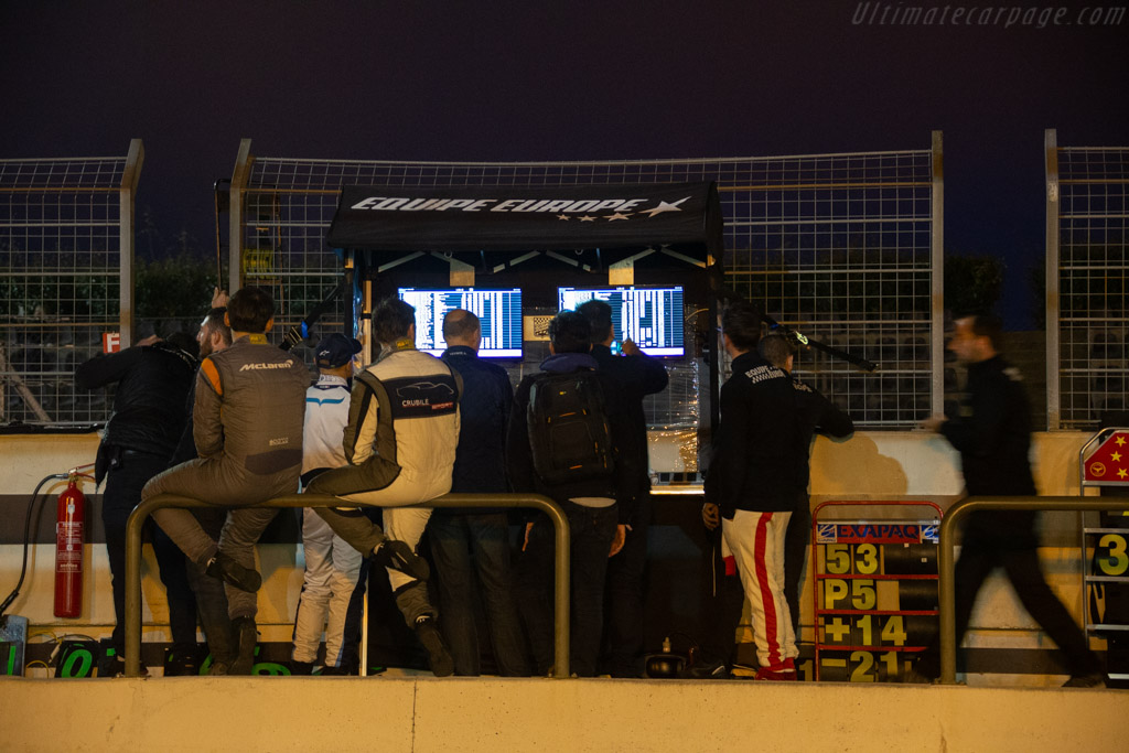 Busy pit wall   - 2019 Dix Mille Tours