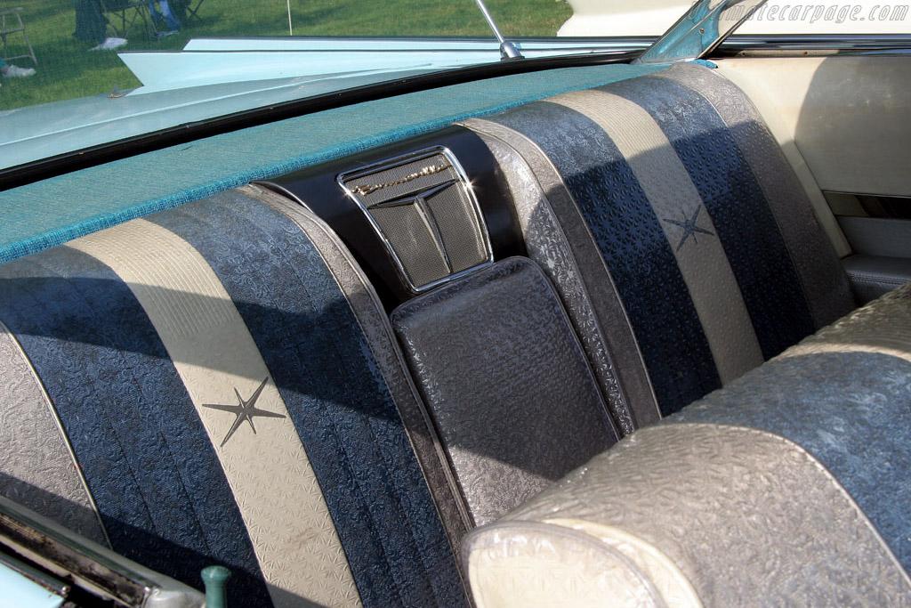 Pontiac Bonneville    - 2006 EyesOn Design