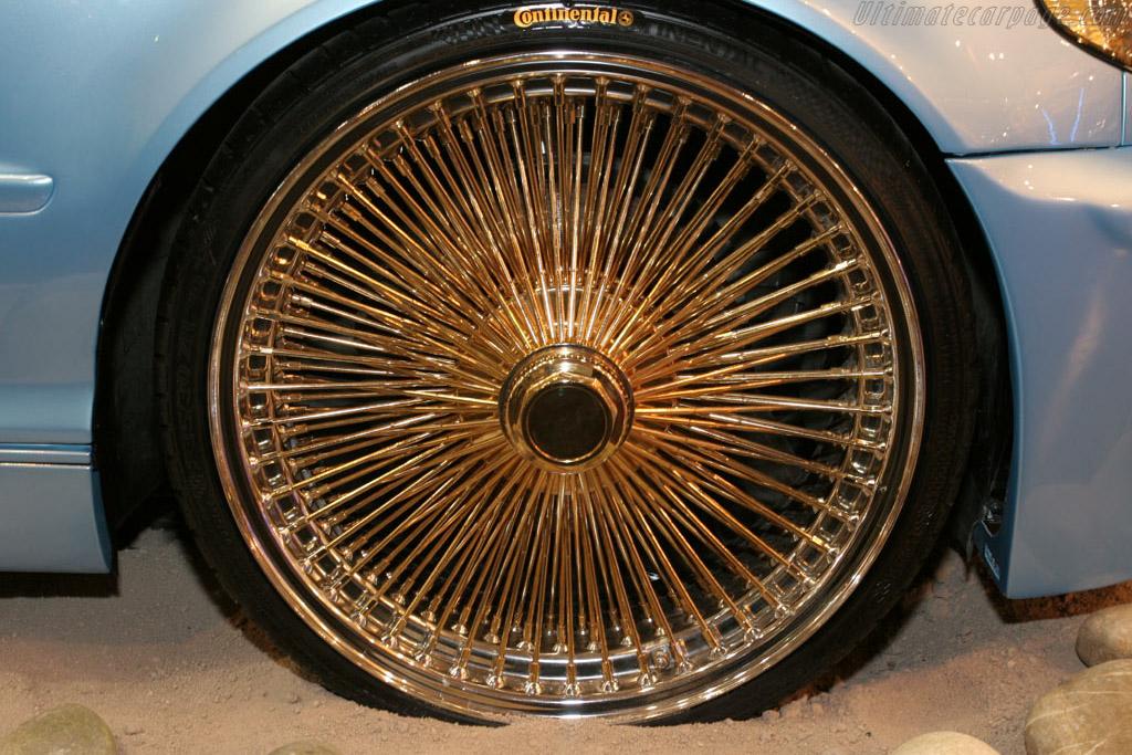 Beach Boys Bimmer    - 2005 Essen Motor Show
