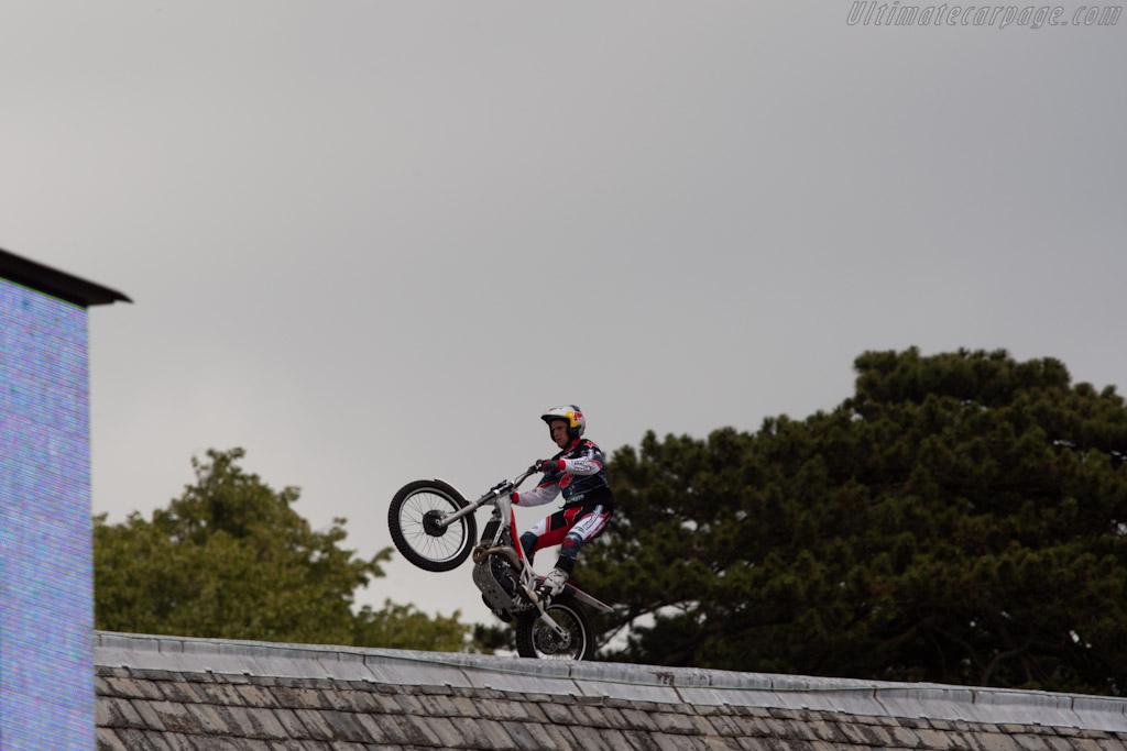 Dougie Lampkin on top of Goodwood House    - 2010 Goodwood Festival of Speed