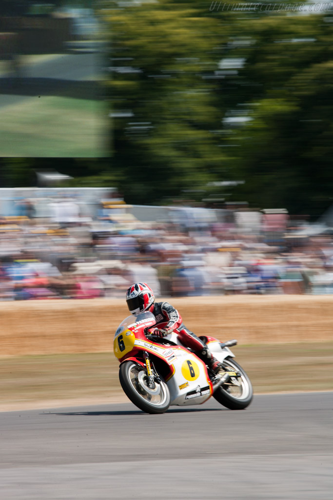 Suzuki RG500    - 2010 Goodwood Festival of Speed
