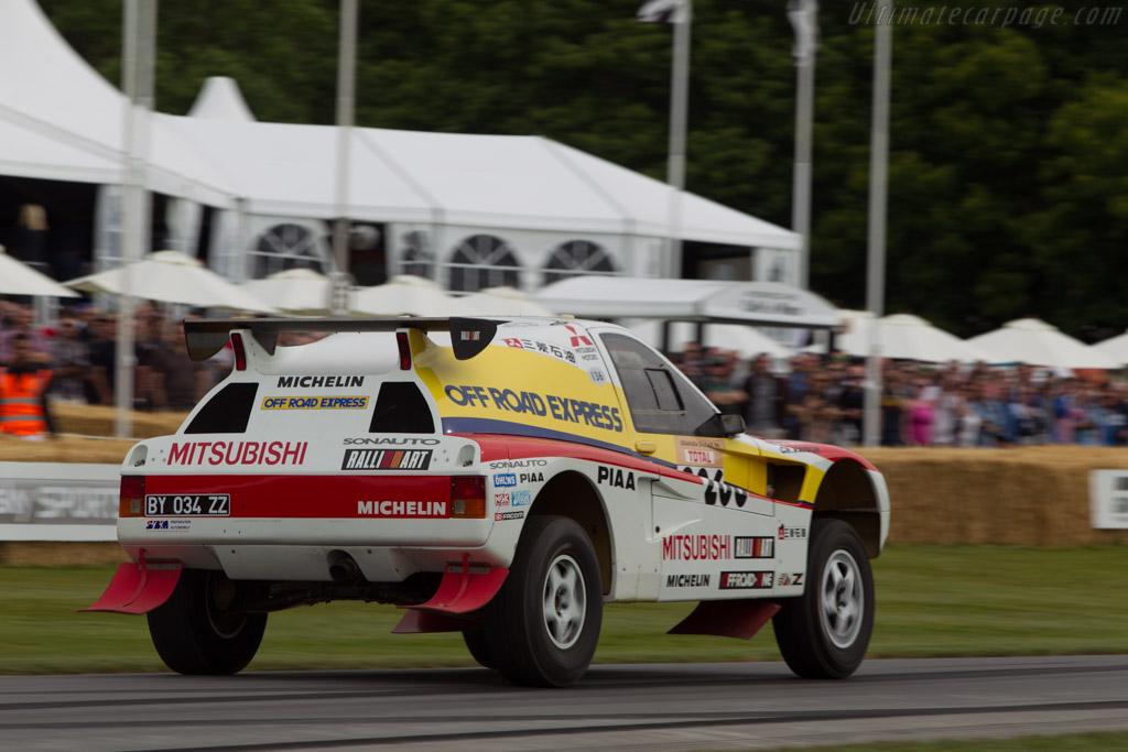 Mitsubishi Pajero T3 Entrant Bernard Maingret Driver