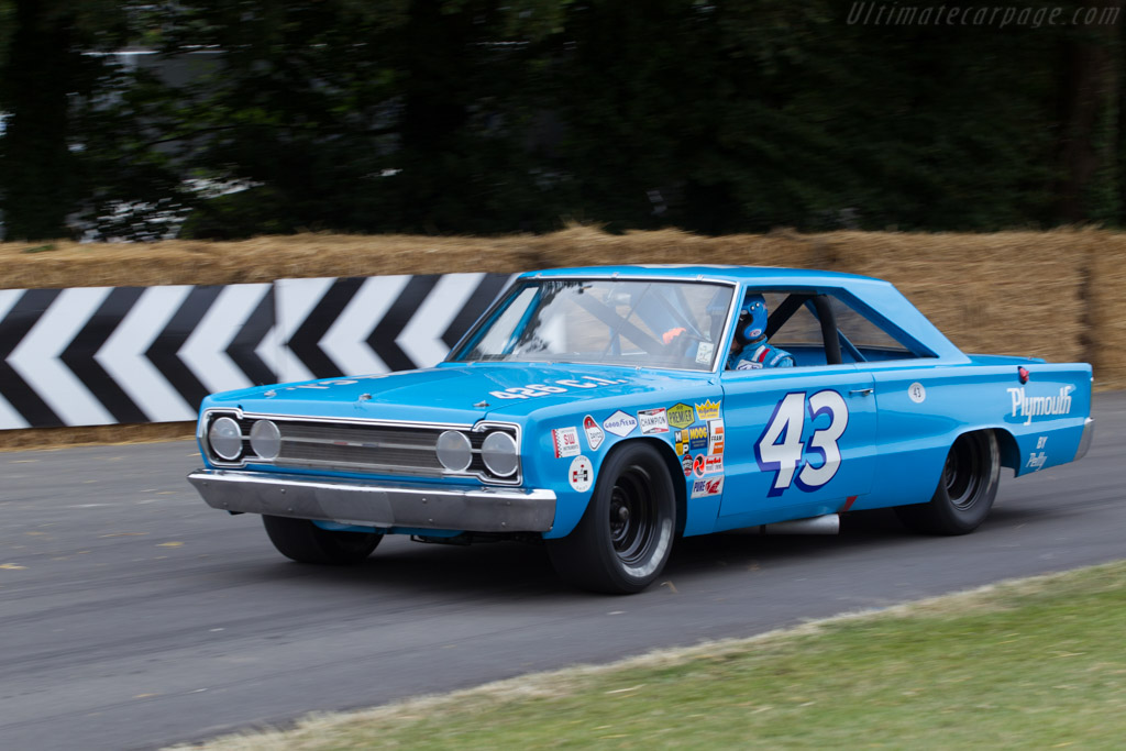 Plymouth Belvedere GTX  - Entrant: Petty Enterprises - Driver: Richard Petty  - 2014 Goodwood Festival of Speed