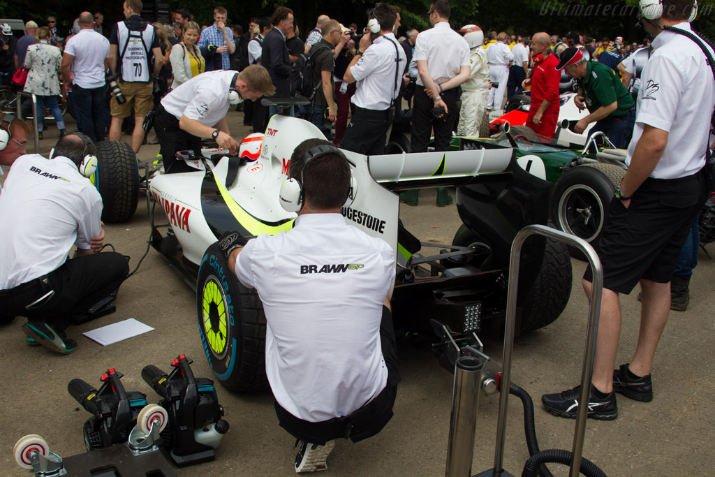 Brawn BGP001 Mercedes - Chassis: BGP001-02 - Entrant: Ross Brawn - Driver: Martin Brundle  - 2016 Goodwood Festival of Speed