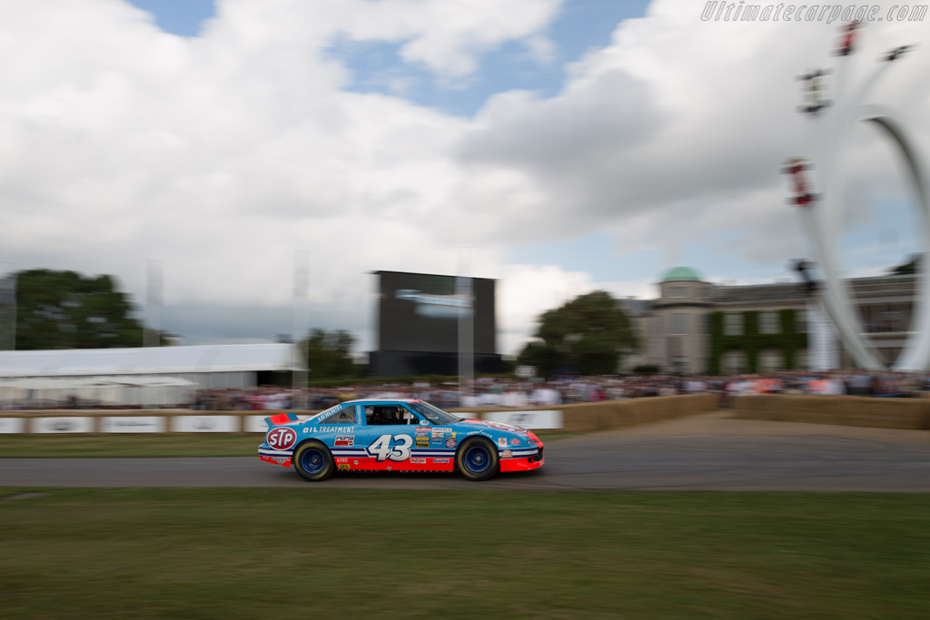 Pontiac Grand Prix  - Entrant: Richard Petty - Driver: Bobby Labonte  - 2017 Goodwood Festival of Speed