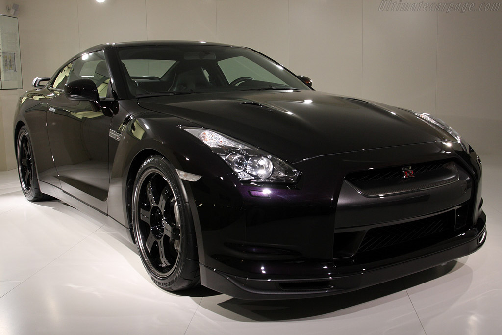 Nissan GT-R V-Spec    - 2009 Geneva International Motor Show