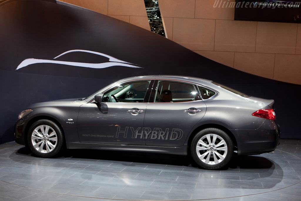 Infiniti M35 Hybrid    - 2010 Geneva International Motor Show