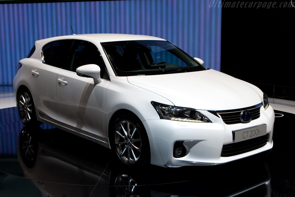 Lexus CT 200h    - 2010 Geneva International Motor Show