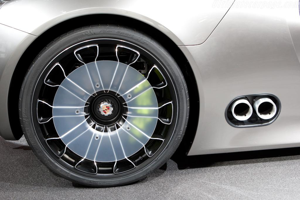 Porsche 918 Spyder    - 2010 Geneva International Motor Show