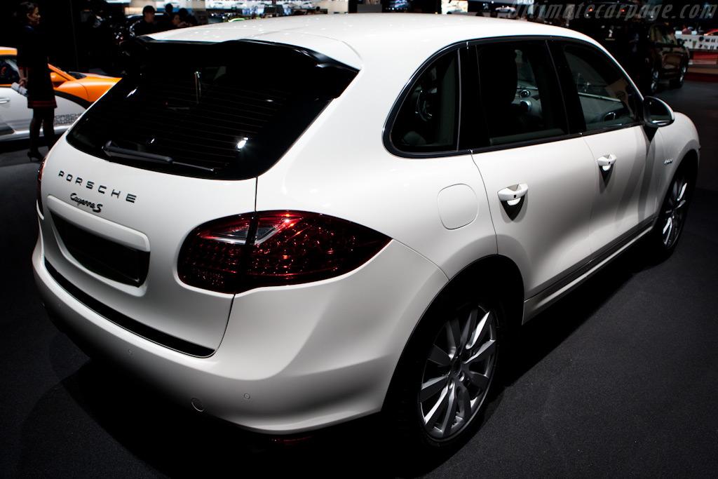 Porsche Cayenne S Hybrid    - 2010 Geneva International Motor Show