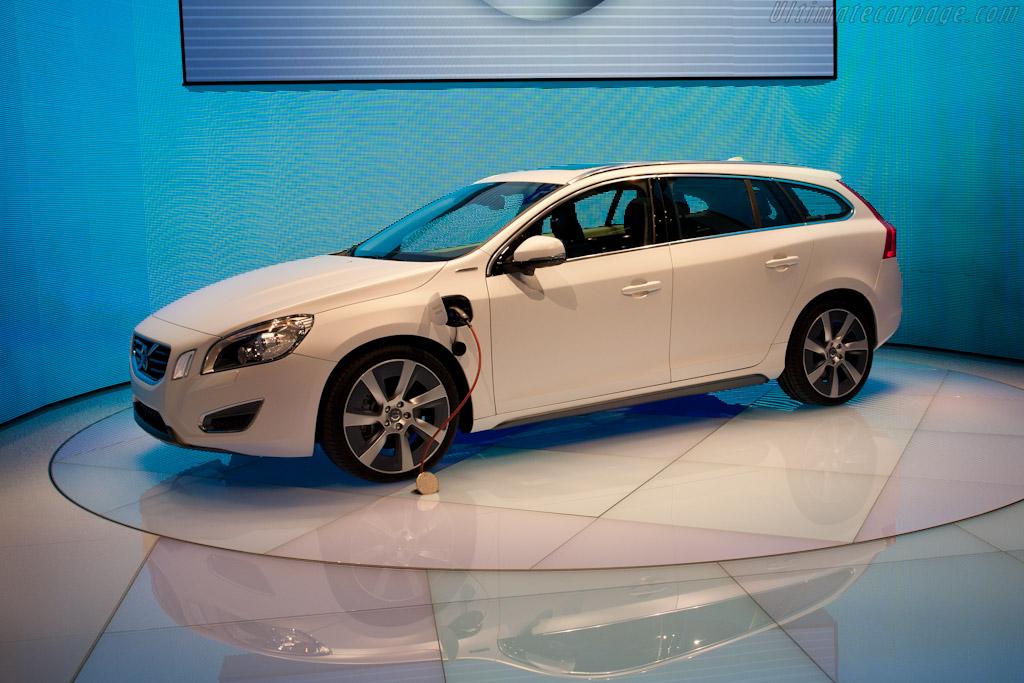 Volvo V60 Plug-In Hybrid    - 2011 Geneva International Motor Show