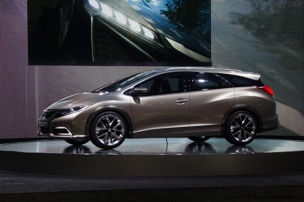 Honda Civic Tourer Concept    - 2013 Geneva International Motor Show