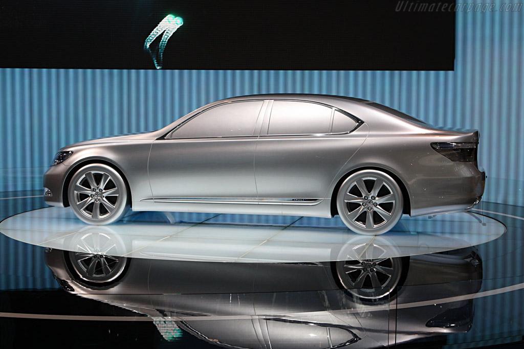 Lexus Hybrid    - 2007 Frankfurt Motorshow (IAA)