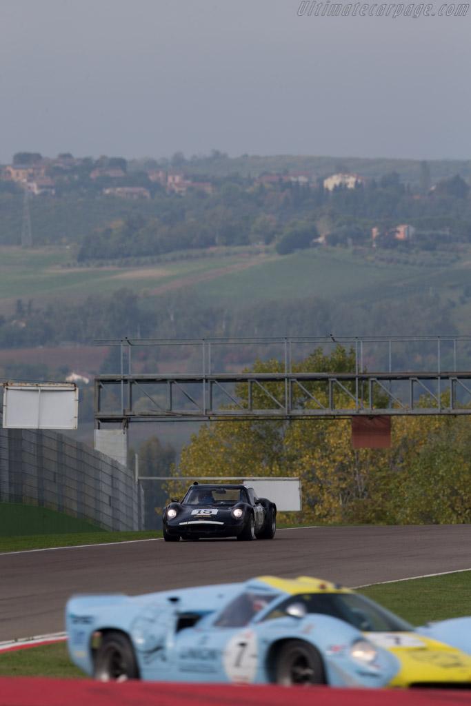 Chevron B8 BMW - Chassis: CH-DBE-71 - Driver: John Emberson / Bill Wykeham  - 2016 Imola Classic