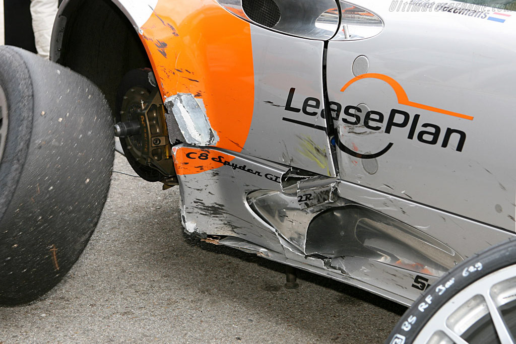 Battle scars - Chassis: XL9GB11HX50363097 - Entrant: Spyker Squadron  - 2006 Le Mans Series Jarama 1000 km