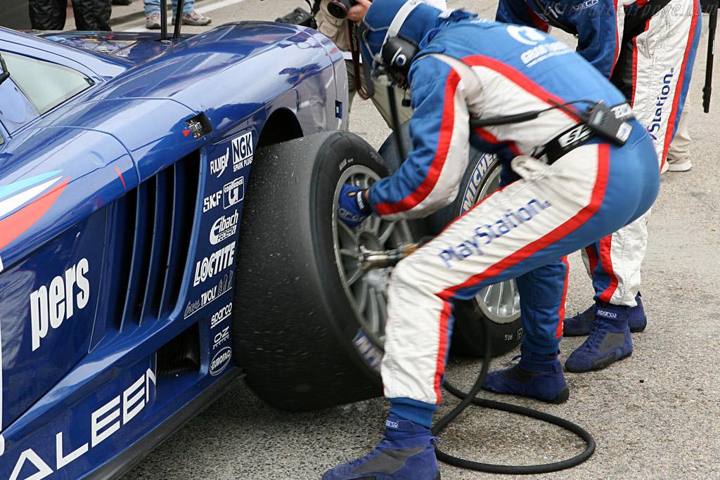 Fresh rubber for the Saleen - Chassis: 066R - Entrant: Team Oreca  - 2006 Le Mans Series Jarama 1000 km