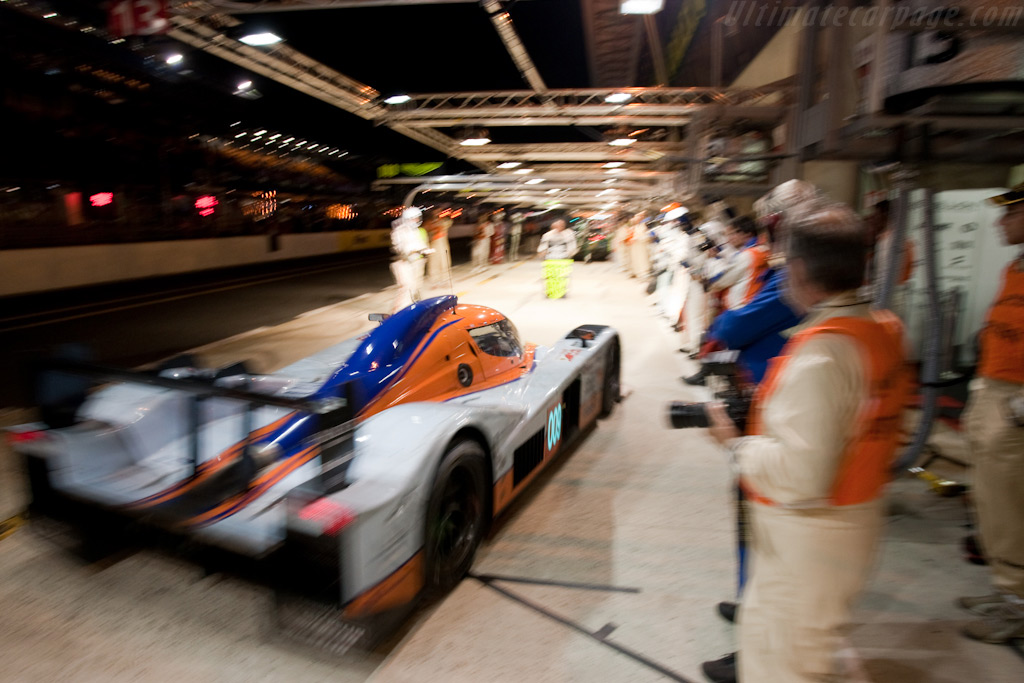 009 Races into the pit - Chassis: B0960-HU01S   - 2009 24 Hours of Le Mans