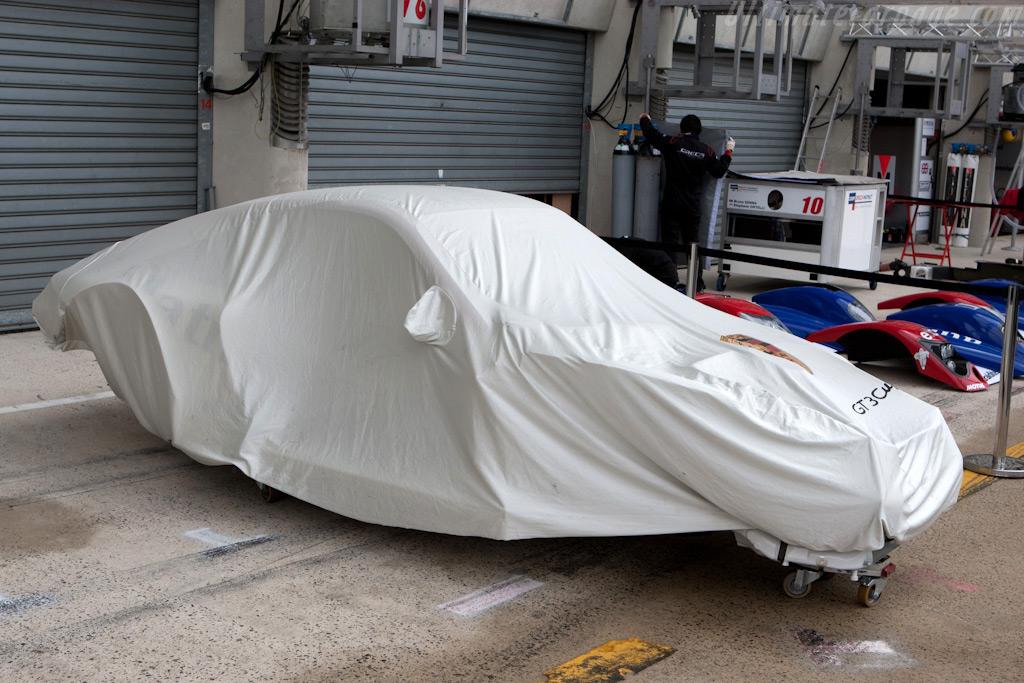 A spare Porsche tub    - 2009 24 Hours of Le Mans