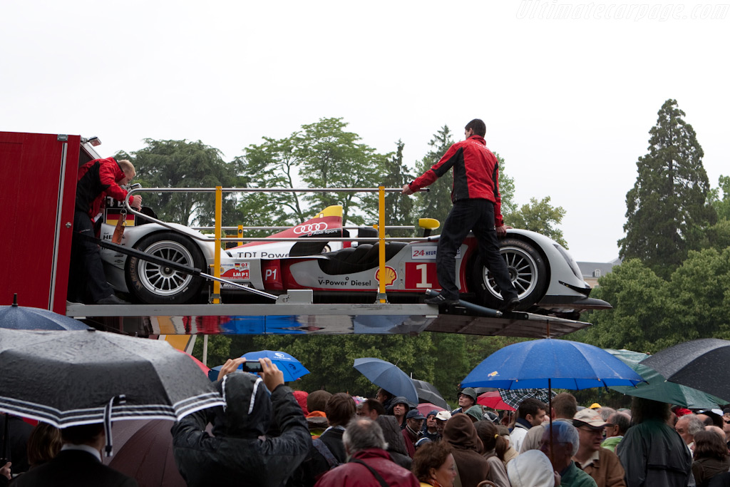 Audi at Scrutineering - Chassis: 105   - 2009 24 Hours of Le Mans