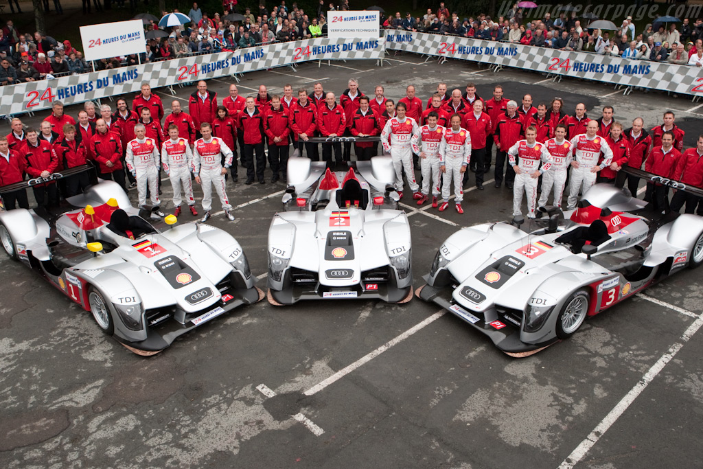 Audi at Scrutineering - Chassis: 104   - 2009 24 Hours of Le Mans