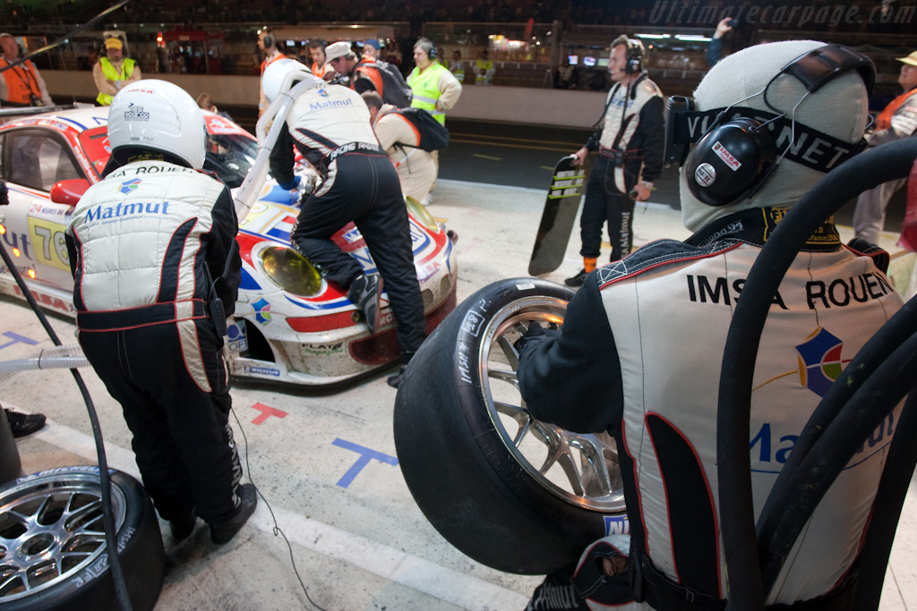Fresh rubber - Chassis: WP0ZZZ99Z9S799916   - 2009 24 Hours of Le Mans
