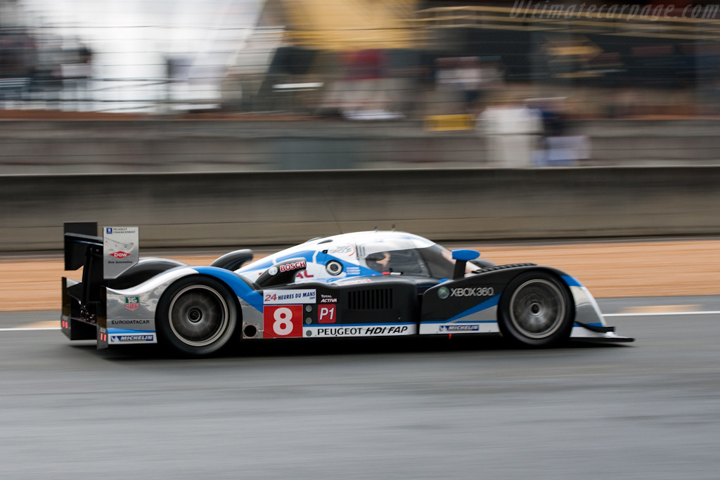 Peugeot heading into the first corner - Chassis: 908-07   - 2009 24 Hours of Le Mans