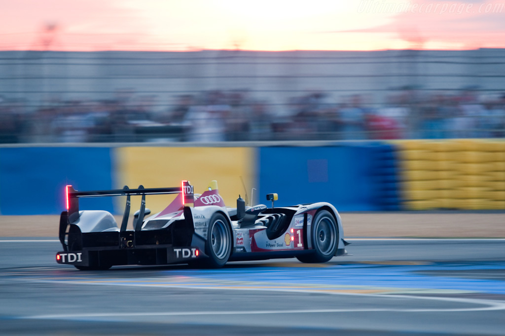 Riding the kerbs - Chassis: 105   - 2009 24 Hours of Le Mans