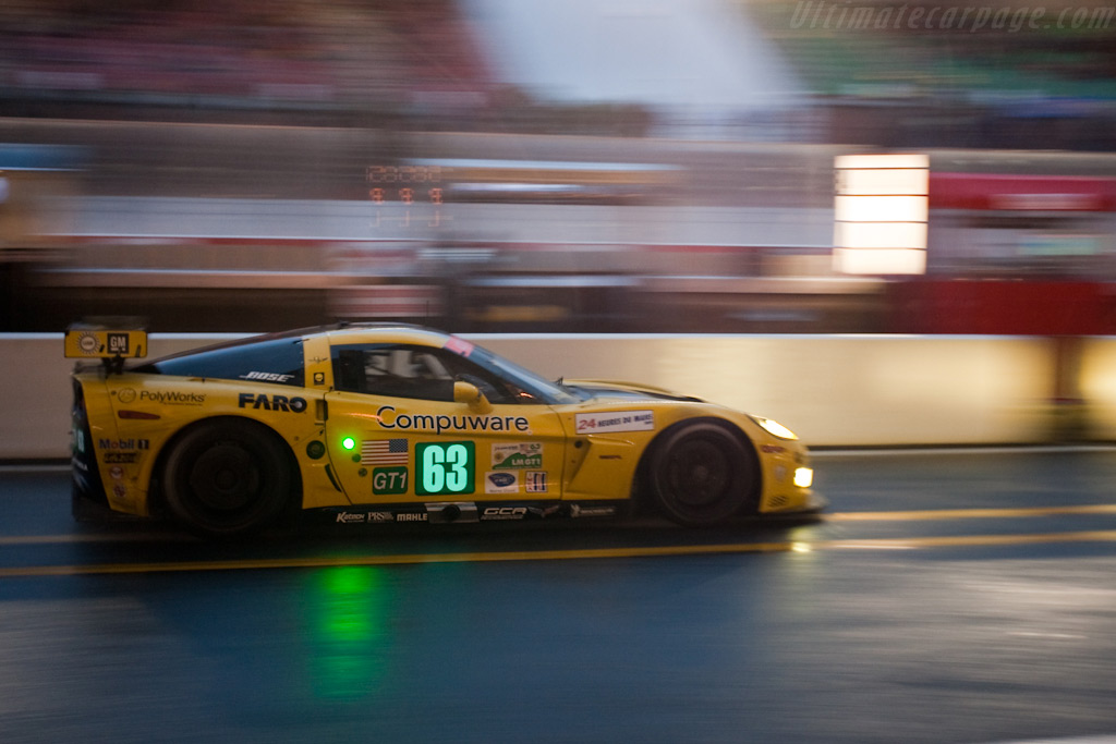 Rumbling through pitlane - Chassis: 007   - 2009 24 Hours of Le Mans