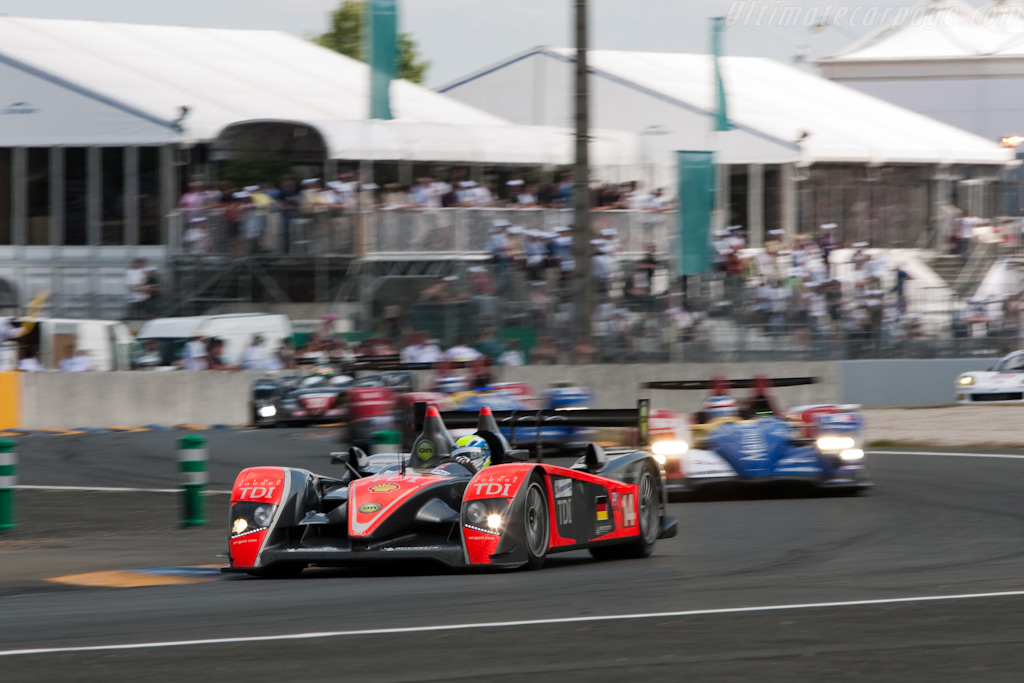 Snaking through the first Ford chicane - Chassis: 201   - 2009 24 Hours of Le Mans