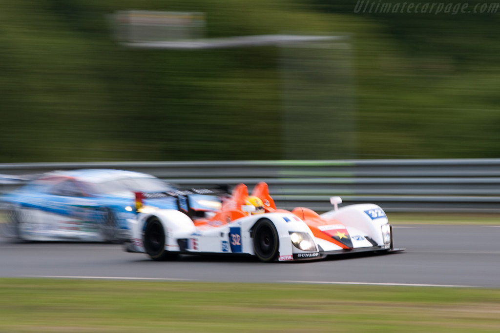 Stuart Mosely rushes past an Aston - Chassis: 07S-01   - 2009 24 Hours of Le Mans