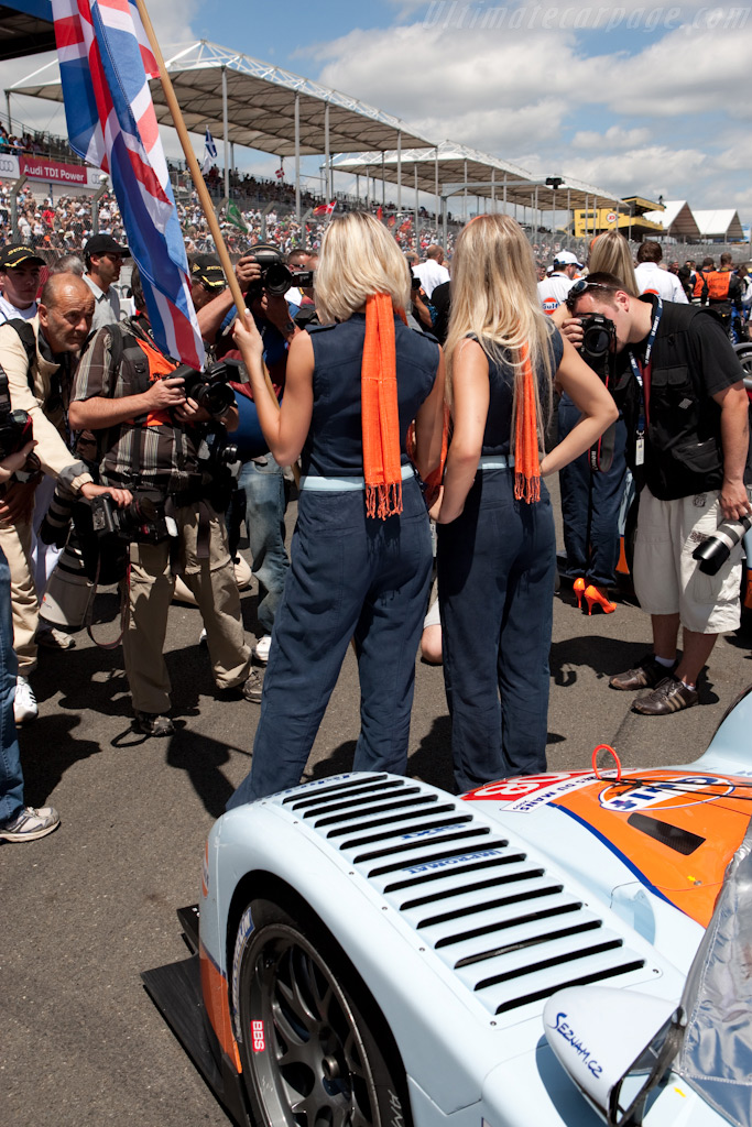 The Aston ladies attract the paparazzi    - 2009 24 Hours of Le Mans