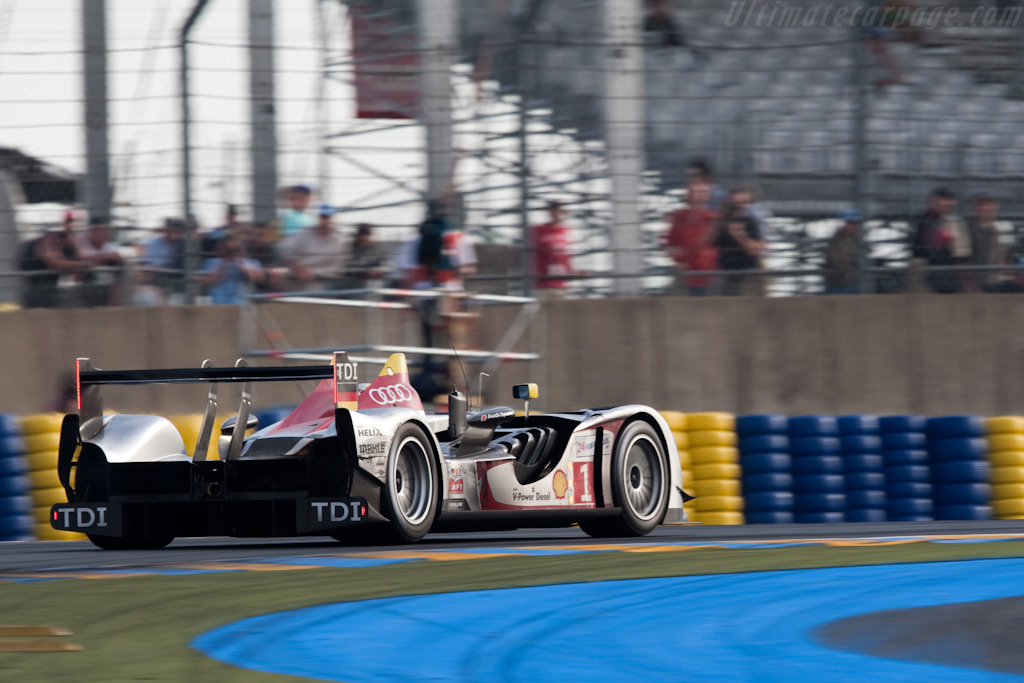 The R15 is striking from every angle - Chassis: 105   - 2009 24 Hours of Le Mans