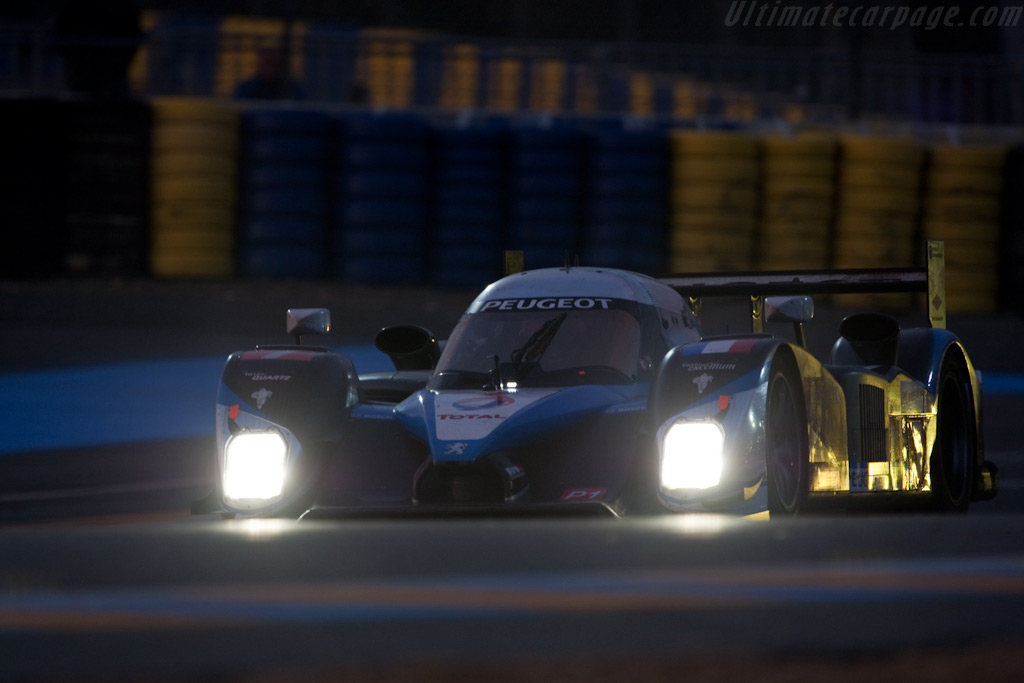 The repaired #7 climbing up leaderboard - Chassis: 908-04   - 2009 24 Hours of Le Mans